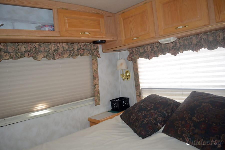 1997 Rexhall Aerbus Colorado Springs, CO Another shot of bedroom.