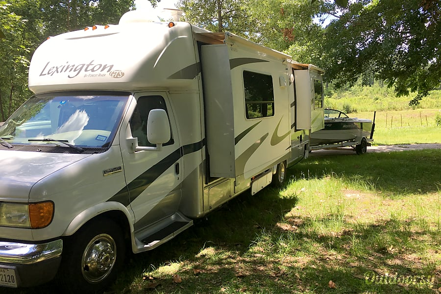 exterior Matilda, A Stunning Updated Lake Cottage on Wheels, Not Your Regular Ole Boring RV McKinney, TX
