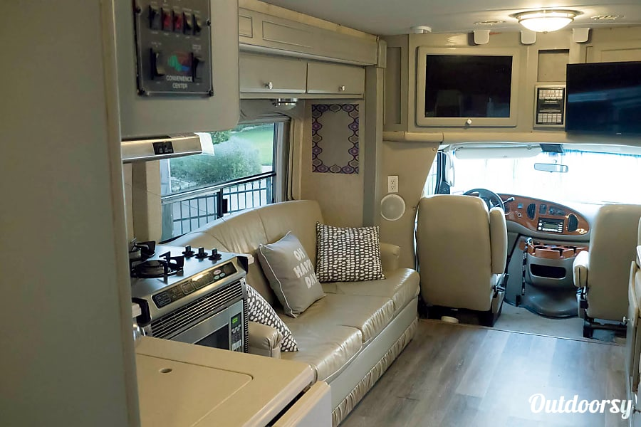 2008 Forest River Lexington Motor Home Class C Rental In
