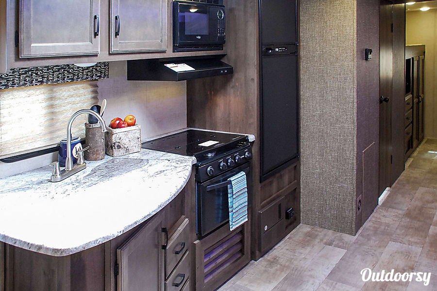 """""""The Bunkhouse"""" - 2018 Connect 312BHK - Ask about our UGA Tailgating Special or Delivery Option Monroe, GA Double sink, 3 burner gas stove, oven below, microwave above."""