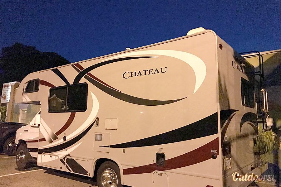 2014 Thor Motor Coach Chateau Newport News, Virginia