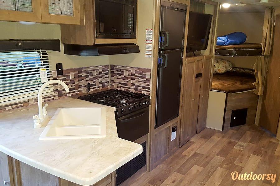 Spacious New Bunkhouse  Drop off/Pick up available Bradenton, Florida