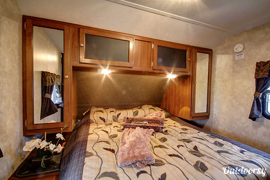 2014 Keystone Bullet Lynden, Washington Queen Bed with privacy