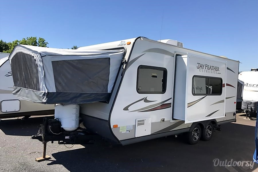 2013 Jayco Jay Feather Ultra Lite South Orange, New Jersey