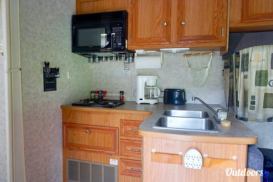 2005 Gulf Stream Conquest SE Salem, AL The kitchen