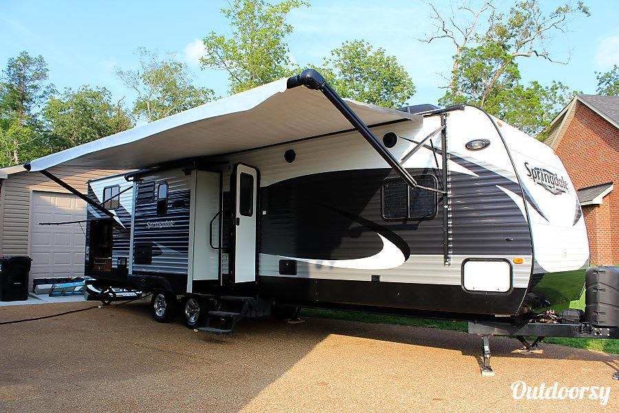 exterior 2015 Keystone Springdale 33' Murfreesboro, TN