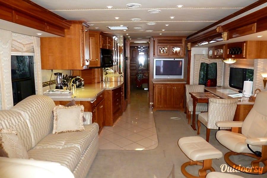 interior 2004 Newmar Essex Trenton, MO