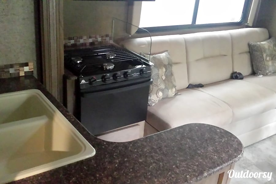 2018 Coachmen Freelander Motor Home Class C Rental In