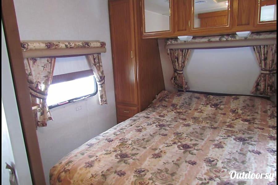 interior 2000 Spacious Clean Jayco bunk trailer Racine, WI
