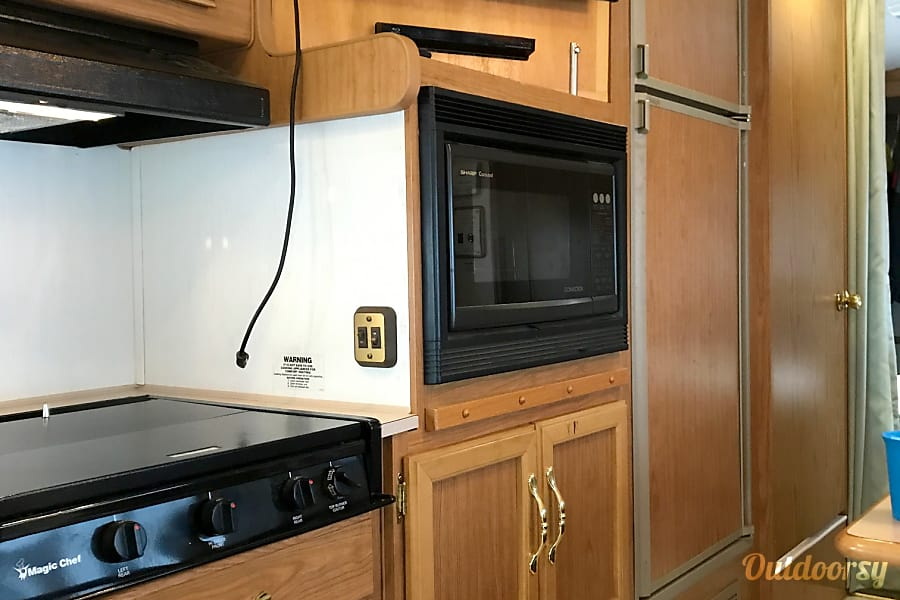 1998 Fleetwood Tioga Sl Harrisburg, OR Convection microwave works great.
