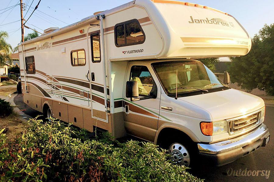 exterior Adventure-ready! Sleeps 8 with Private Master - Fleetwood Jamboree GT 31w El Cajon, CA