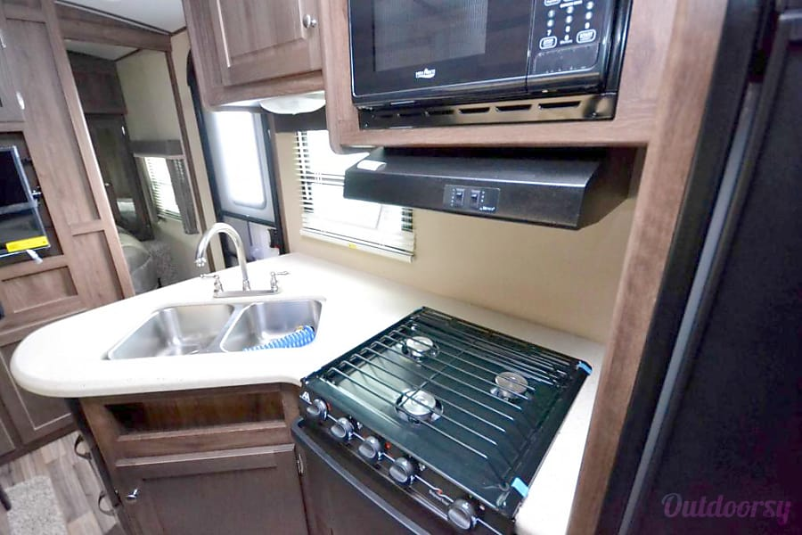2015 Aerolite 28' Travel Trailer 20th Anniversary Edition *Front Door Delivery Option!* Pinole, California