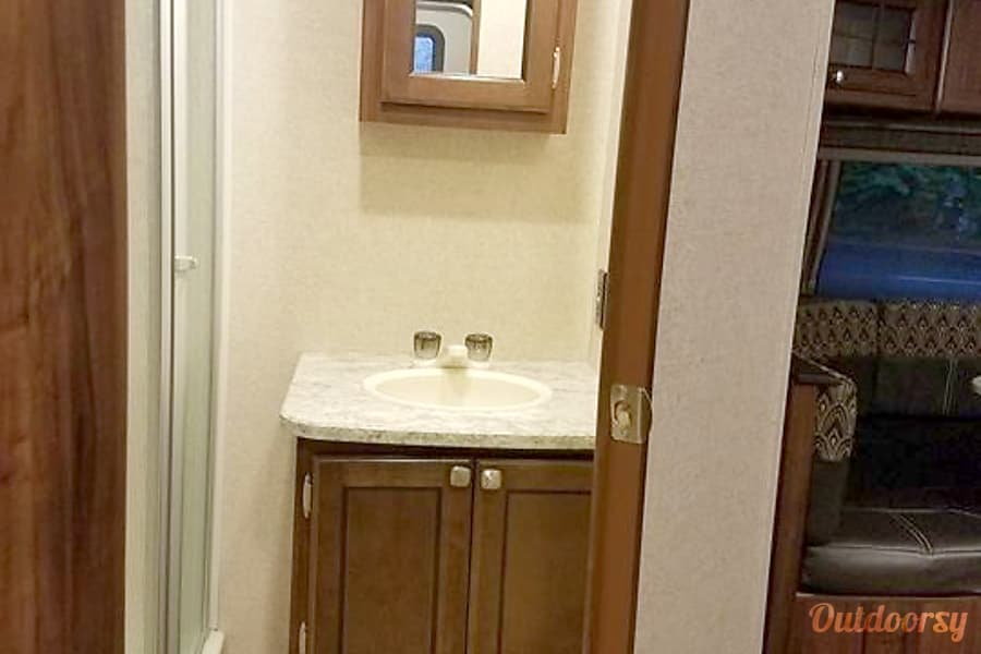 2017 heartland north trail trailer rental in tigard or outdoorsy 2017 heartland north trail 23 rbs tigard or bathroom vanity with storage solutioingenieria Image collections