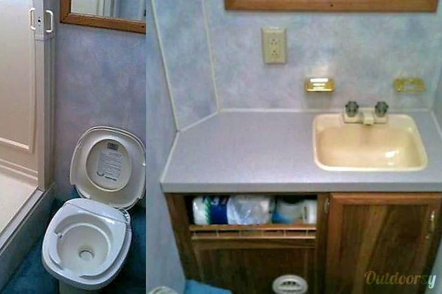 1996 Chateau Lynnwood, WA Bath sink toilet shower
