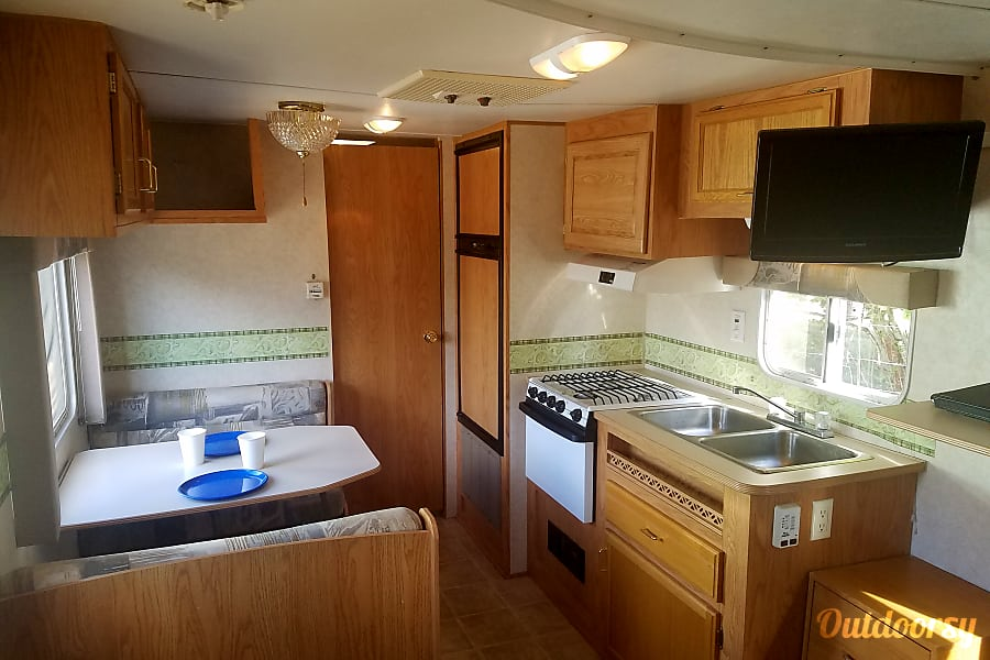interior Beautiful 21ft Travel Trailer , Perfect shape and Easy to pull with Anything! Hillsboro, Oregon