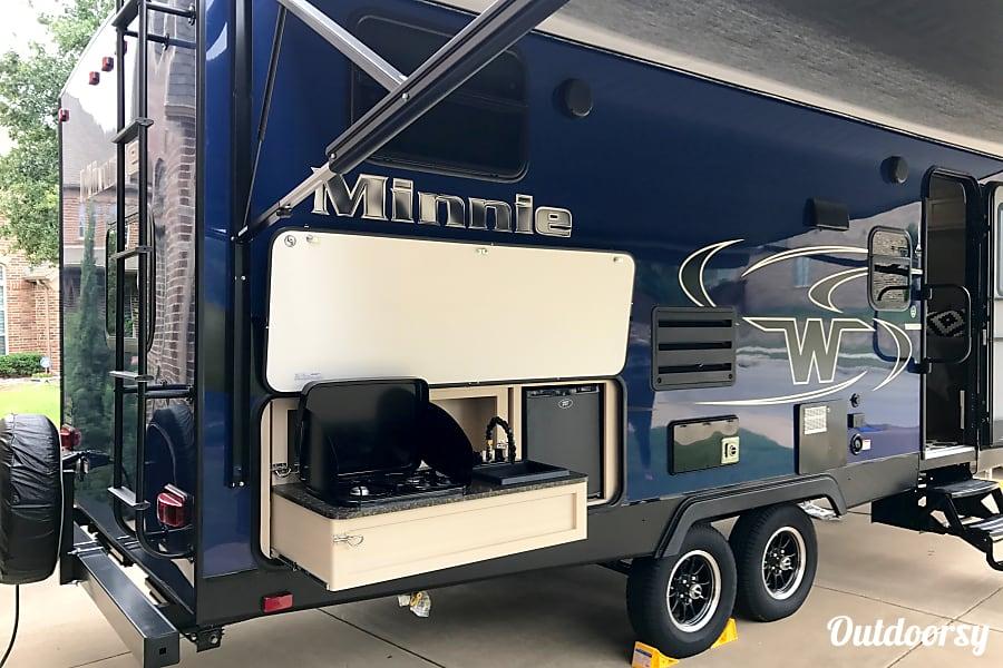 exterior 2017 Winnebago Minnie Grapevine, TX