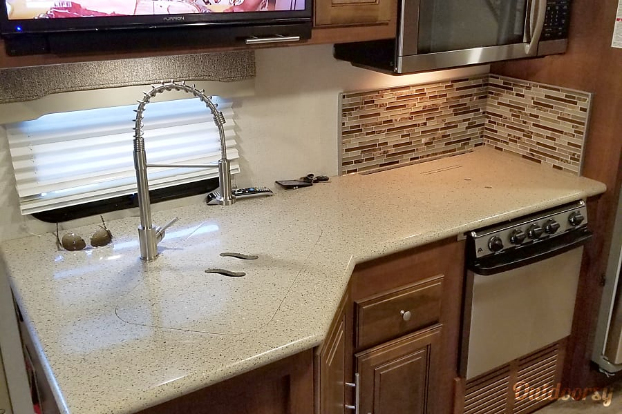 """2017 """"The Boss"""" LIVE* LOVE* GO CAMPING!! Marietta, GA Great size kitchen with double sink"""