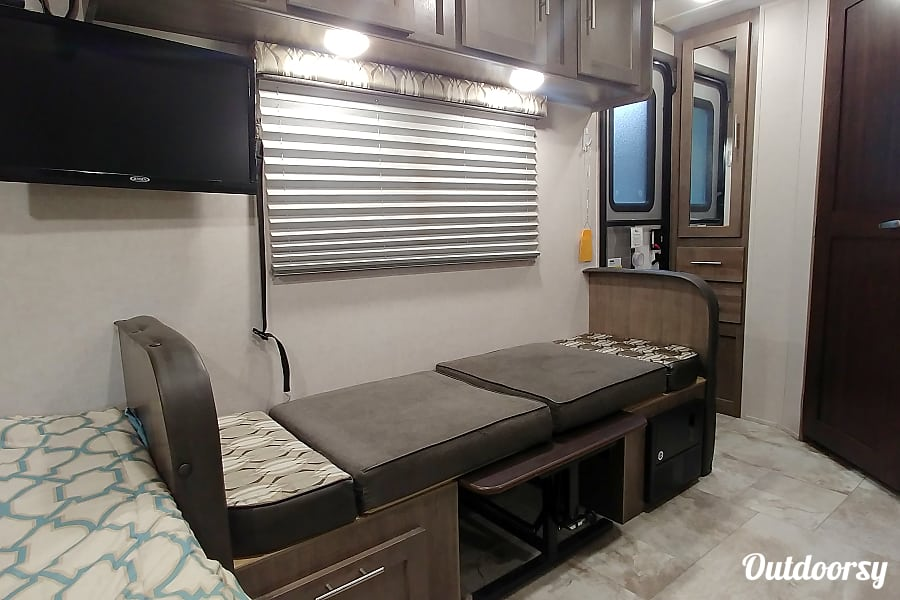 2017 rPod 180 **Delivery & Set-up Available** Aurora, Colorado Dinette folded down into bed.