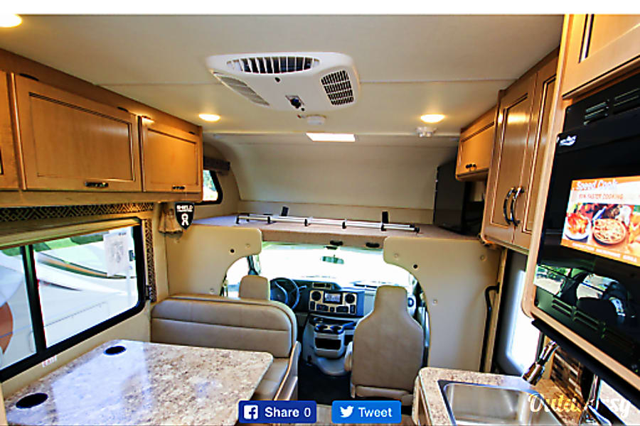 interior 2017 Thor Motor Coach Freedom Elite Tangent, OR