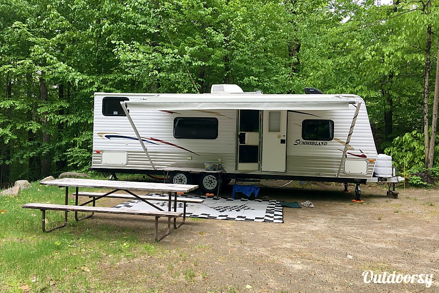 exterior 2010 Keystone Summerland Milford, NH