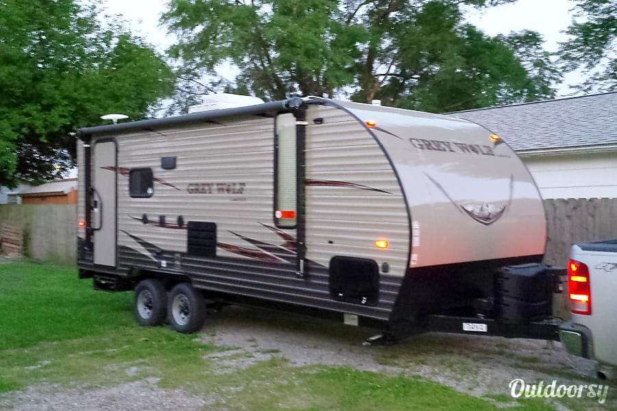 2017 grey wolf toy hauler camper Forest River Cherokee Jacksonville, Illinois
