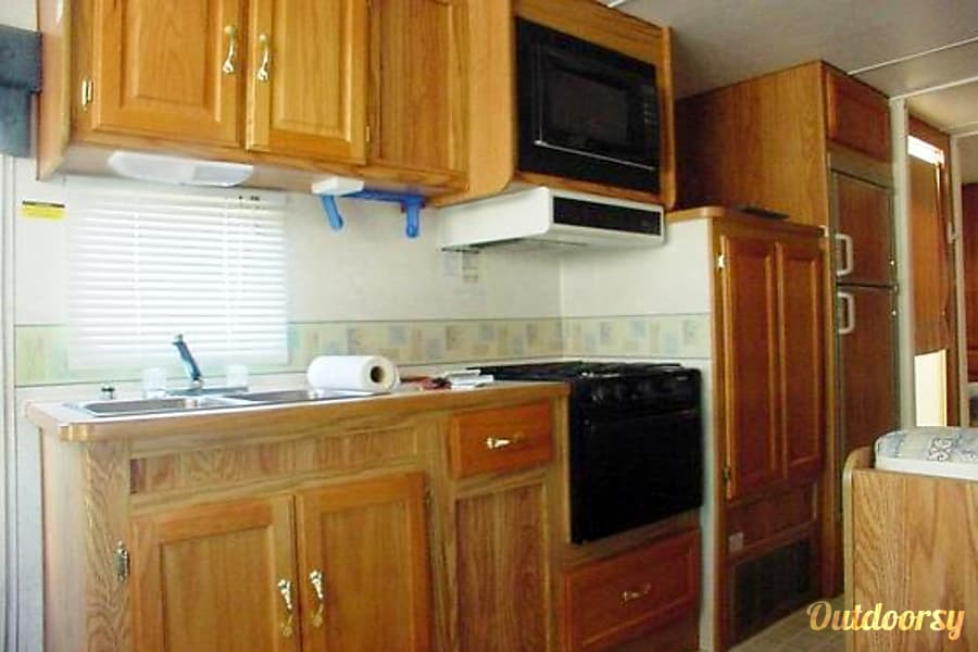 Class C 28 Ft 2003 Gulf Stream Independence Motor Home Breaux Bridge, LA