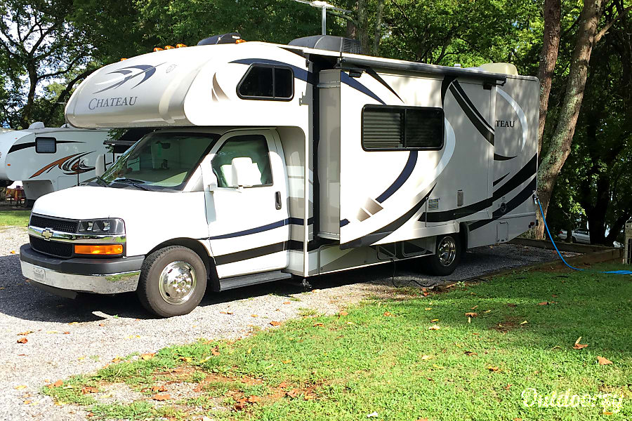exterior RV There Yet? Well you could be !!!    In this 2013 Thor Motor Coach Chateau Memory Maker. Easy to drive and parking is a snap. Knoxville, TN