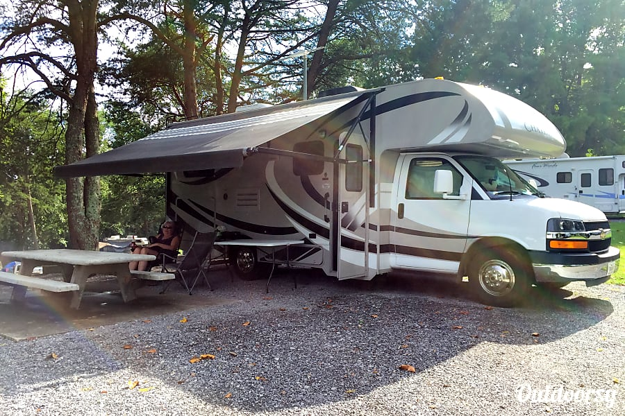 exterior RV There Yet? Well you could be !!!    In this 2013 Thor Motor Coach Chateau. Easy to drive and parking is a snap. Knoxville, TN