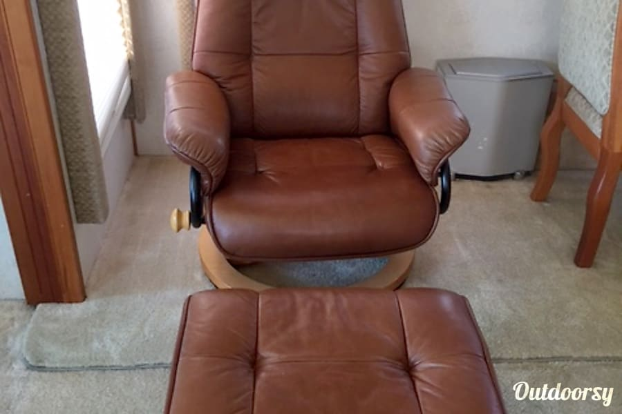 AD1055 Holiday Rambler Scepter Riverside, MO Recliner and ottoman in living room