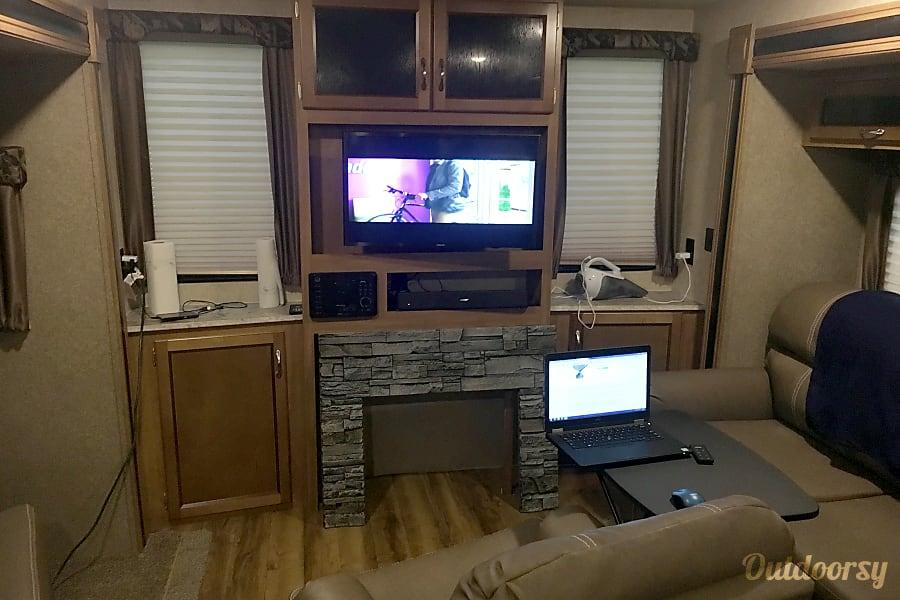 interior 2017 Coachmen Catalina Fresno, California
