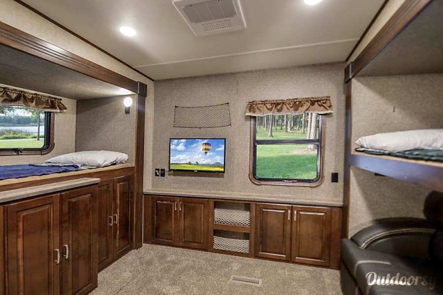 interior We deliver and pick up! You just show up and relax- 2017 41' Gateway Ocala, Florida