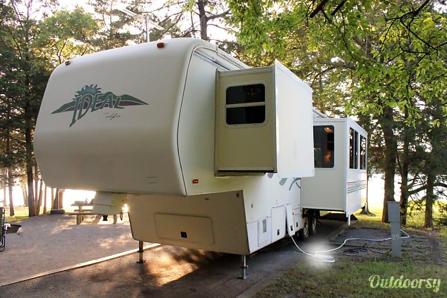 exterior Well Equiped 31' Ideal 5th Wheel Savannah, GA
