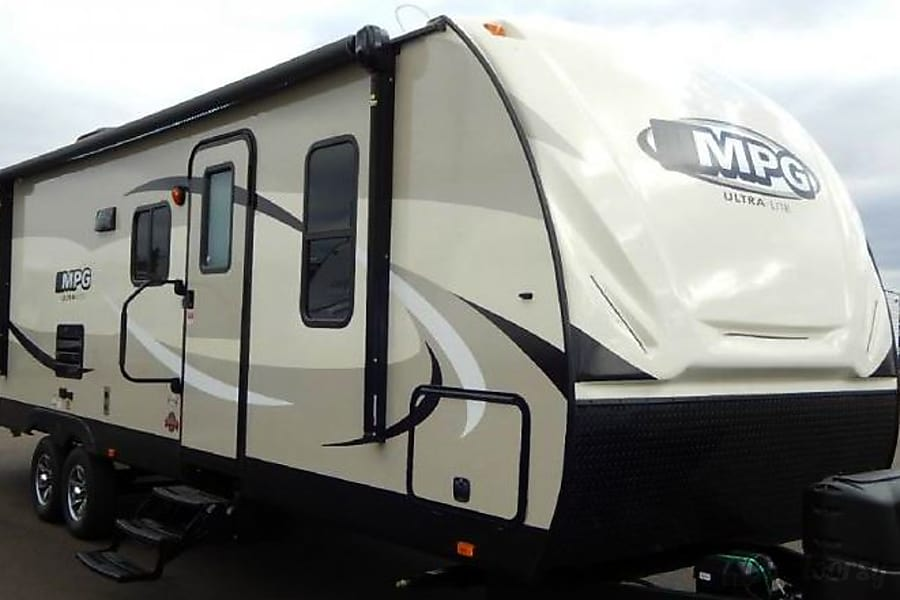 2016 MPG, 33', Sleeps 8, 5,925 .lbs (dry) Arvada, CO