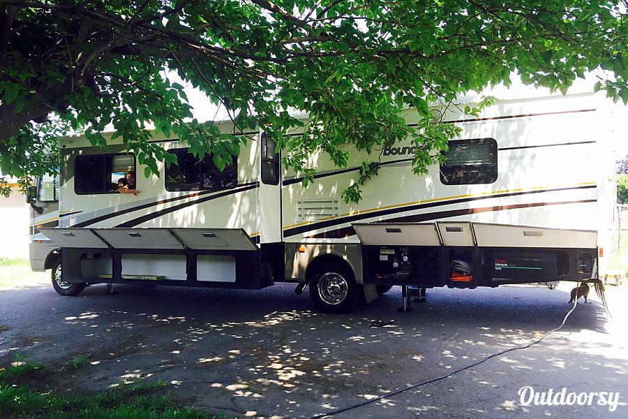 exterior 2004 Fleetwood Bounder Santa Rosa, CA