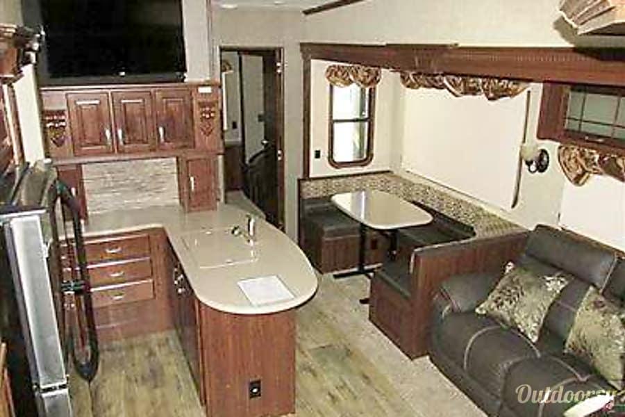 interior 2016 Heartland Gateway 3650 BH Clinton, UT