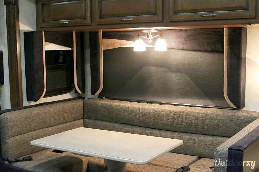 interior 2011 Fleetwood Expedition 38B bunks!!! Edmond, Oklahoma