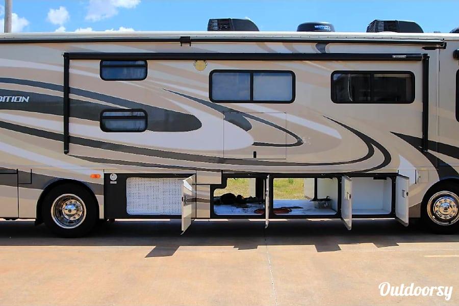 2011 Fleetwood Expedition 38B bunks!!! Edmond, Oklahoma