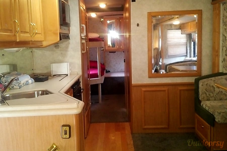 Upgraded RV with 4 Adult Sized Bunks, Sleeps 8. Slide out. Angels Camp, CA
