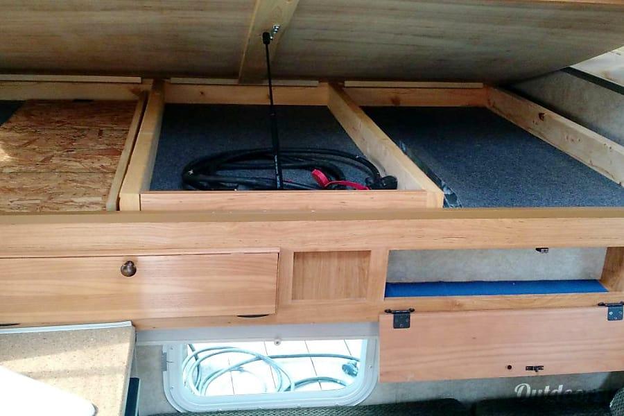 """Truck Camper """"Sierra"""" Fully Loaded+Solar! Sheridan, OR"""