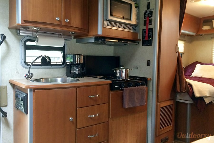 interior 2008 Winnebago Avion View 23j Bridgewater, NJ