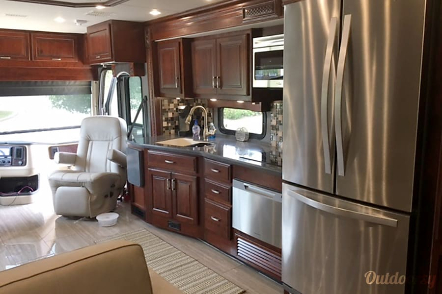 2017 Holiday Rambler Endeavor SE Solon, Ohio View of kitchen from rear of RV