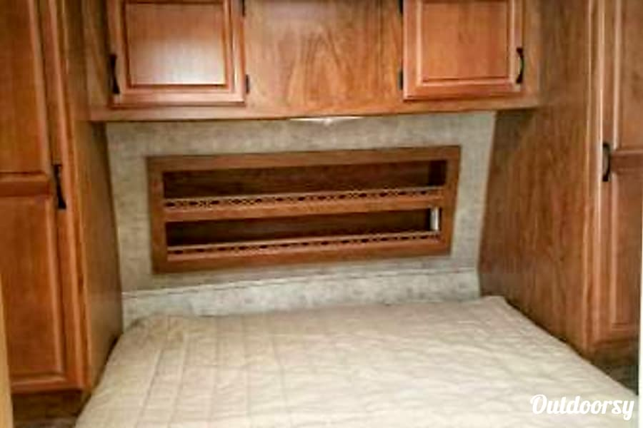 2014 Outdoors Rv Manufacturing Timber Ridge White Salmon, Washington Queen sized bed with an AMAZING memory foam mattress.