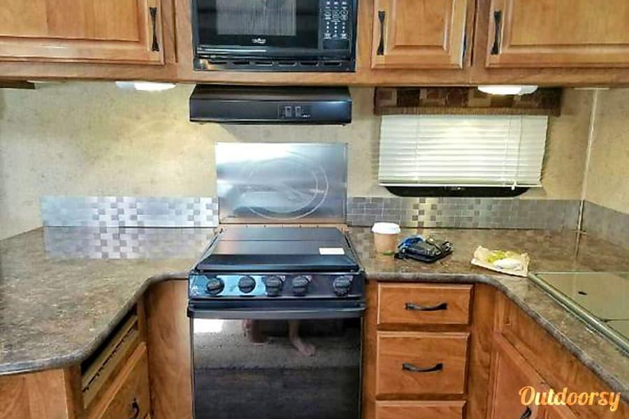 2014 Outdoors Rv Manufacturing Timber Ridge White Salmon, Washington Fully equipped kitchen