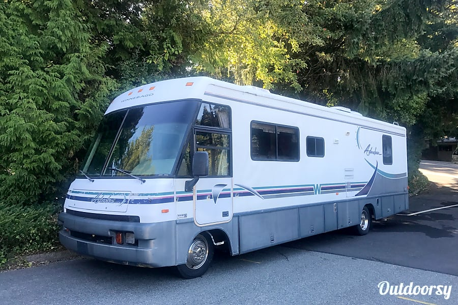 1997 Winnebago Adventure ***Low miles*** Bellevue, WA