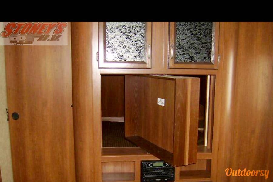 2013 Crossroads Zinger Keyport, NJ TV swivels full 360 for bedroom or living room