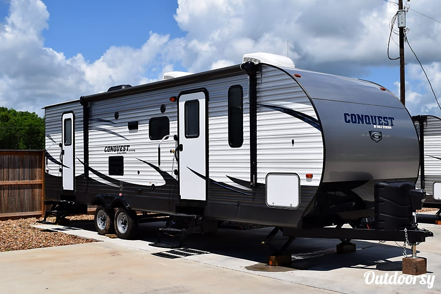 exterior 2017 Gulf Stream Conquest (31') Sweeny, TX
