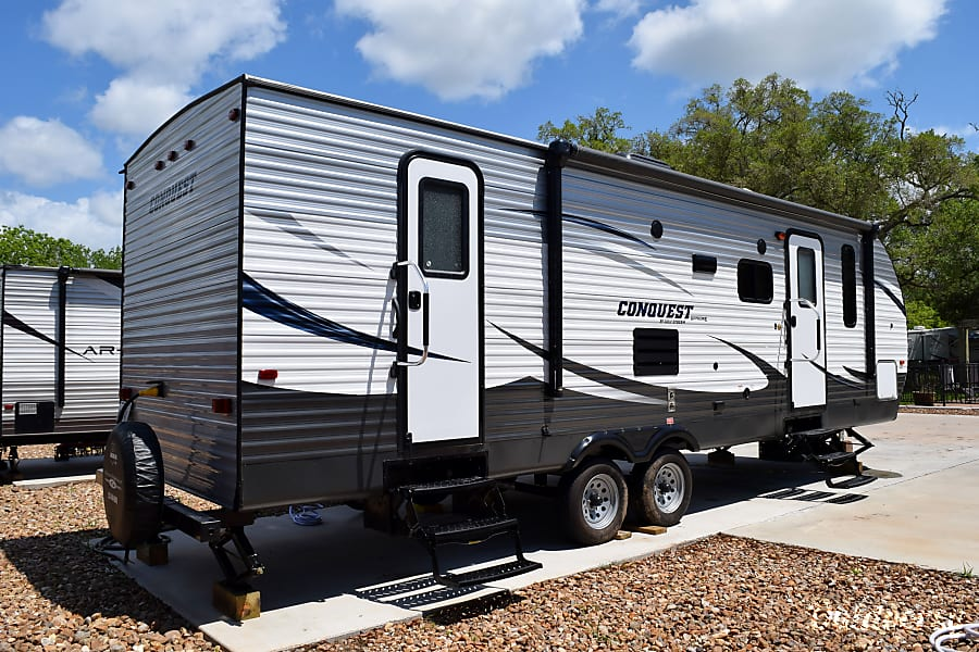 exterior 2017 Gulf Stream Conquest (31') Sweeny, Texas