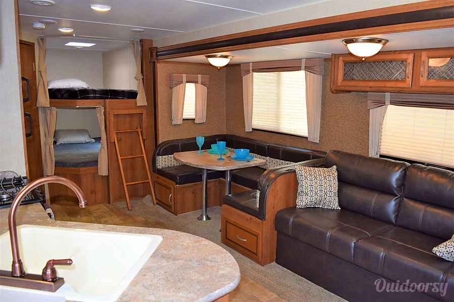 2017 Gulf Stream Conquest (31') Sweeny, Texas Everyone has plenty of space inside.