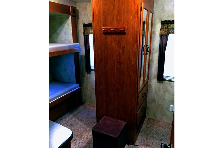 interior 2010 Keystone Montana Mountaineer Bangor, Pennsylvania