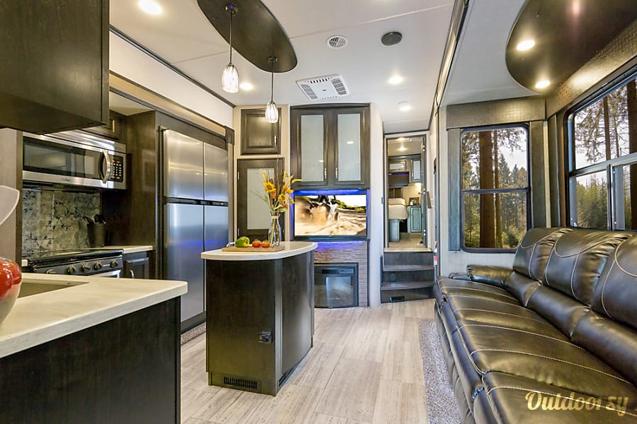 interior 2017 Grand Design Momentum 349m 5th Wheel Clovis, CA